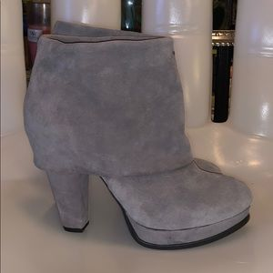 STEVE MADDEN Gray Suede Heeled Ankle Boots❤️